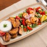 Тарелка маренная на решётке, сладкой картошкой, салат руккола